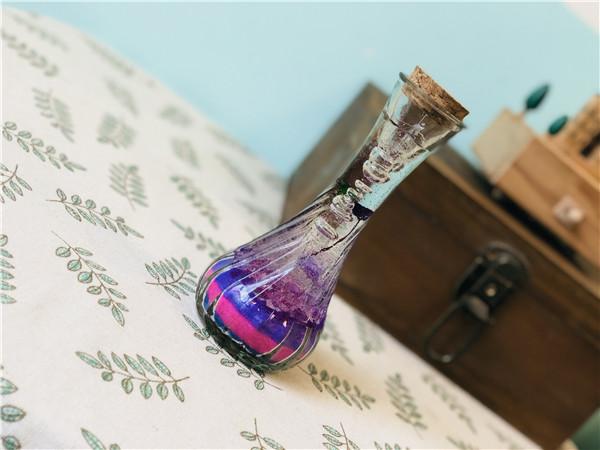 神奇玻璃瓶里的紫色梦幻果冻